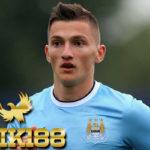 Gelandang Muda Manchester City Gantung Sepatu