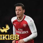 Kontrak Baru Mesut Ozil Kabar Positif Buat Arsenal Ungkap Neville