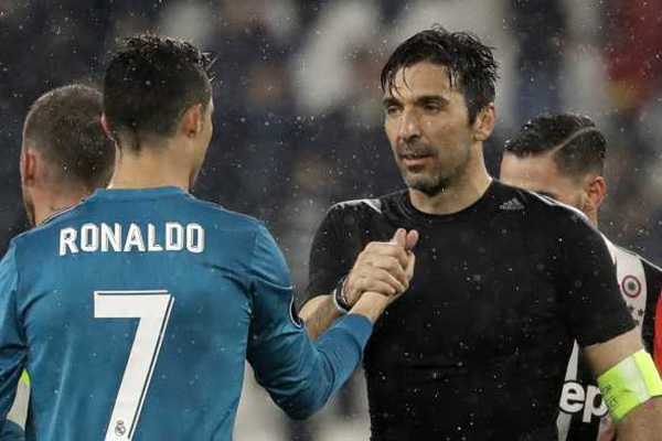 Gianluigi Buffon Bangga Jadi Korban Cristiano Ronaldo Lagi