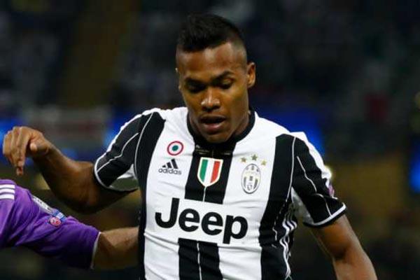 Manchester United Bidik Bek Juventus Gantikan Luke Shaw
